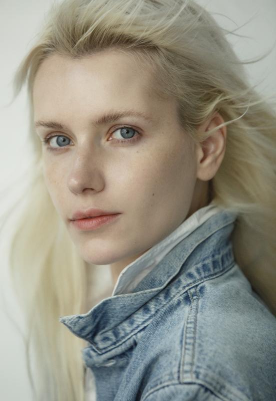 Anna Eberg - Women mainboard