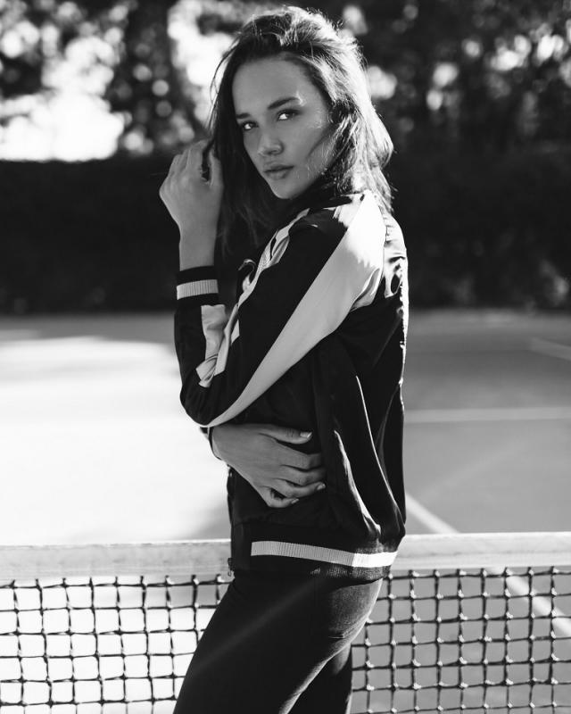 Chloe Mills - Women mainboard