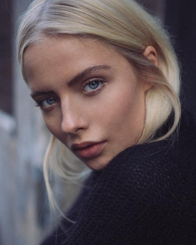 Margaux Alexandra - Main women