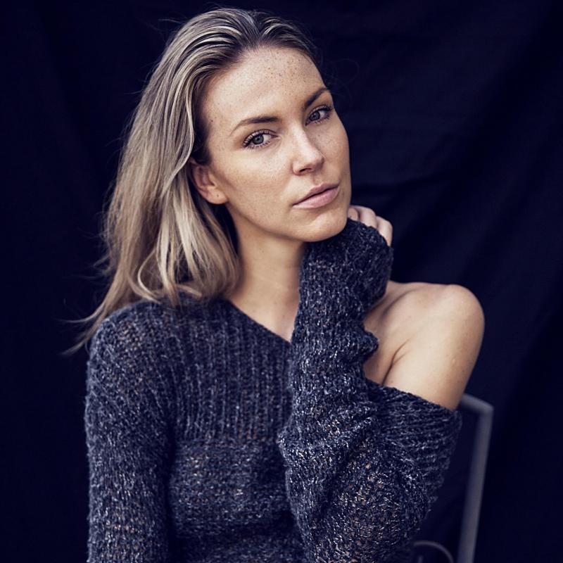 Martina R - W cast