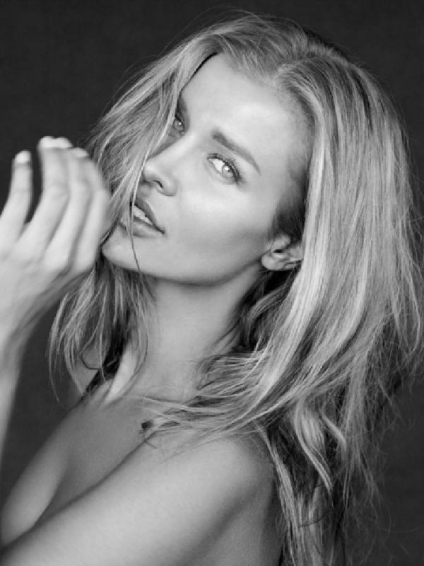 Joanna Krupa ✈️ - Fashion (toronto)