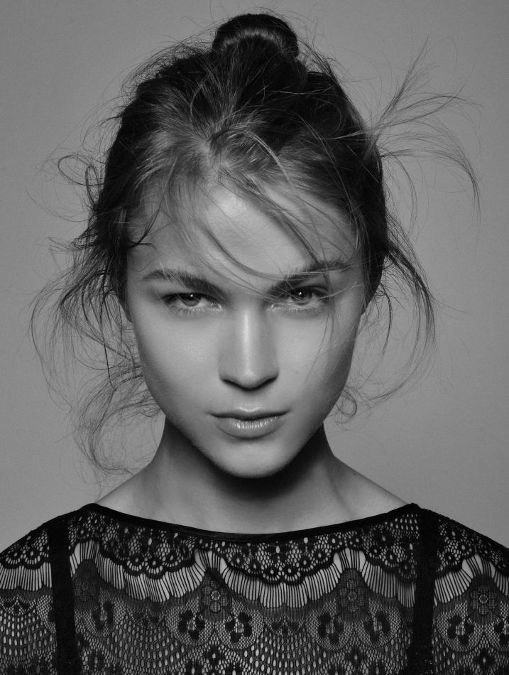 Ingrid Moe - Mainboard