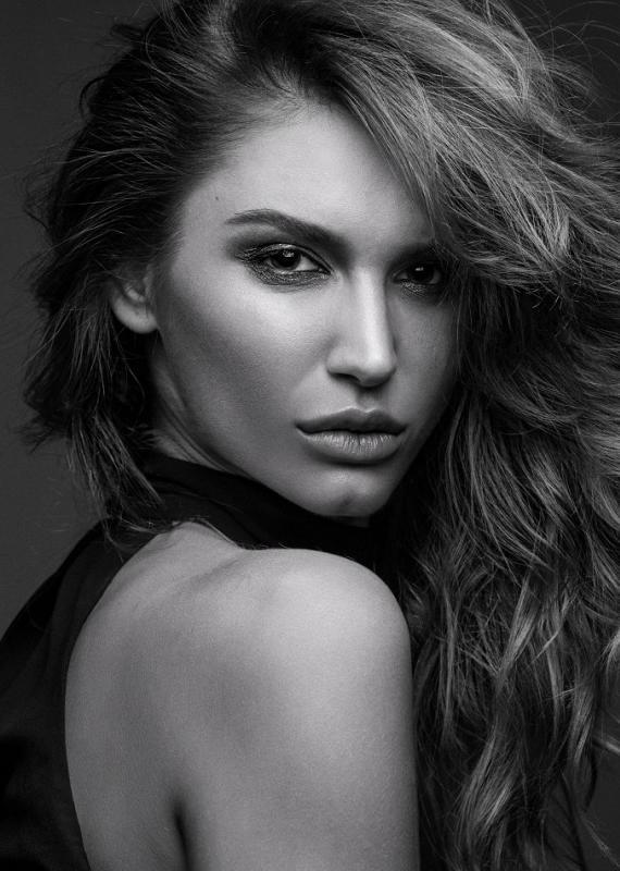 KATHERINE SCHULE - La mainboard (website)
